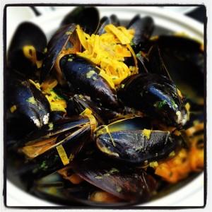 La Société Mussels in saffron sauce