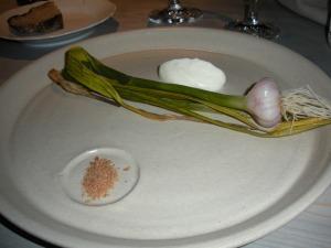 Fäviken: Fresh garlic from the garden